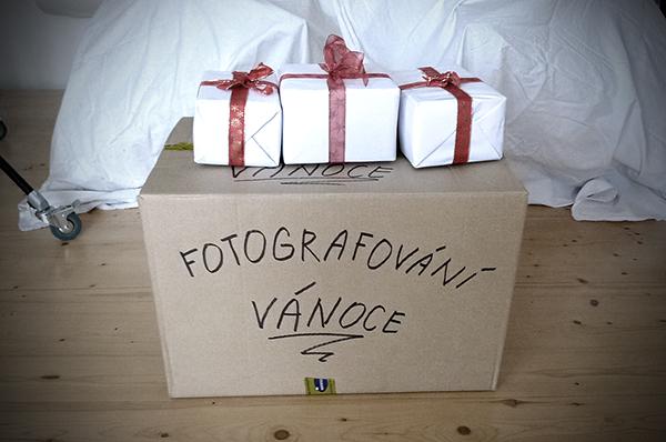 Zabalené rekvizity pro vánoční ateliérové fotografování